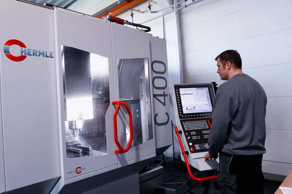 Erweiterung der Kapazitäten um eine weitere 5-Achs-Fräsmaschine